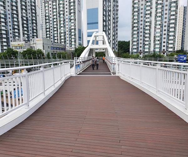 [포토] 주민 보행여건 개선한 '금천한내교'